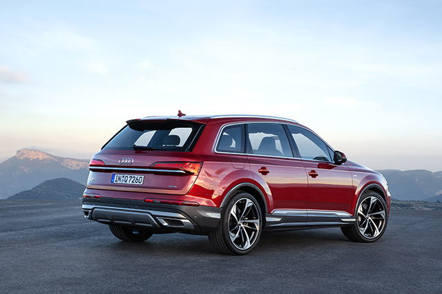 Back view of Q7 SUV